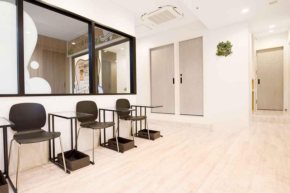 カフェのような空間で最新・総合的な歯科治療の提供